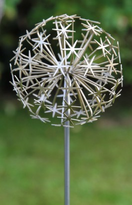 Allium Stem - Gold (full) by Ruth Moilliet at The Sculpture Park
