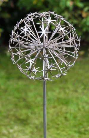 Allium Stem - Champagne (full) by Ruth Moilliet at The Sculpture Park